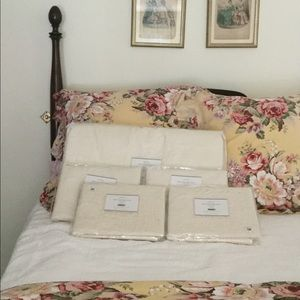 NWT Pottery Barn quilt and 4 shams